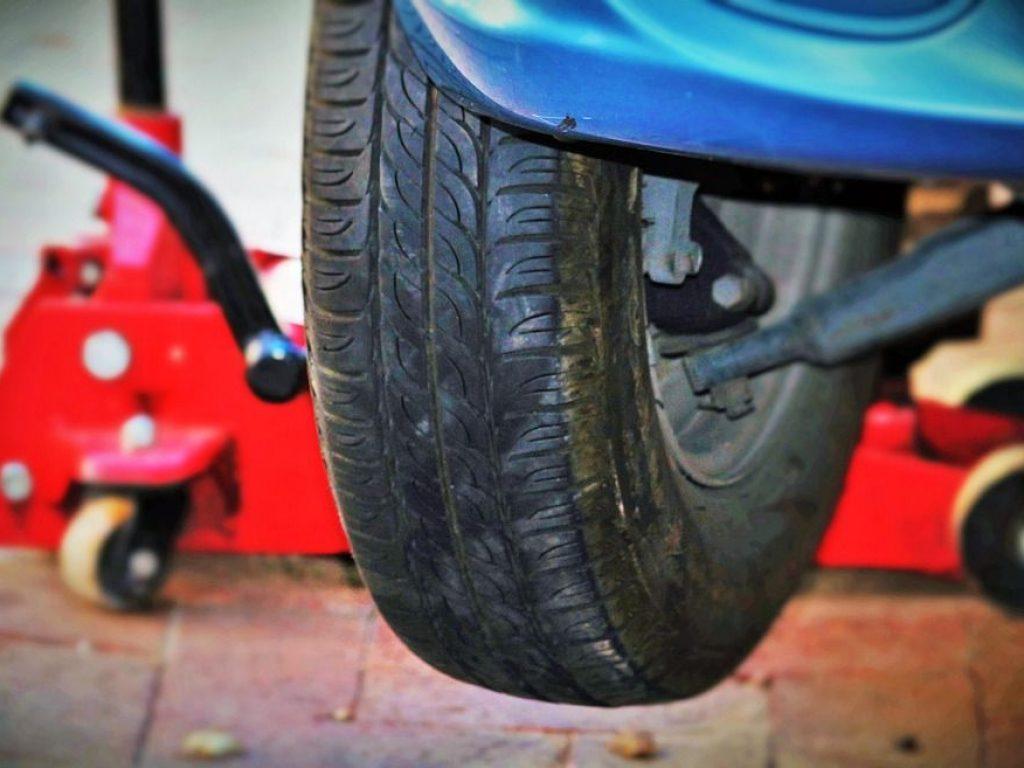 auto-tires-1317038_960_720_tpms